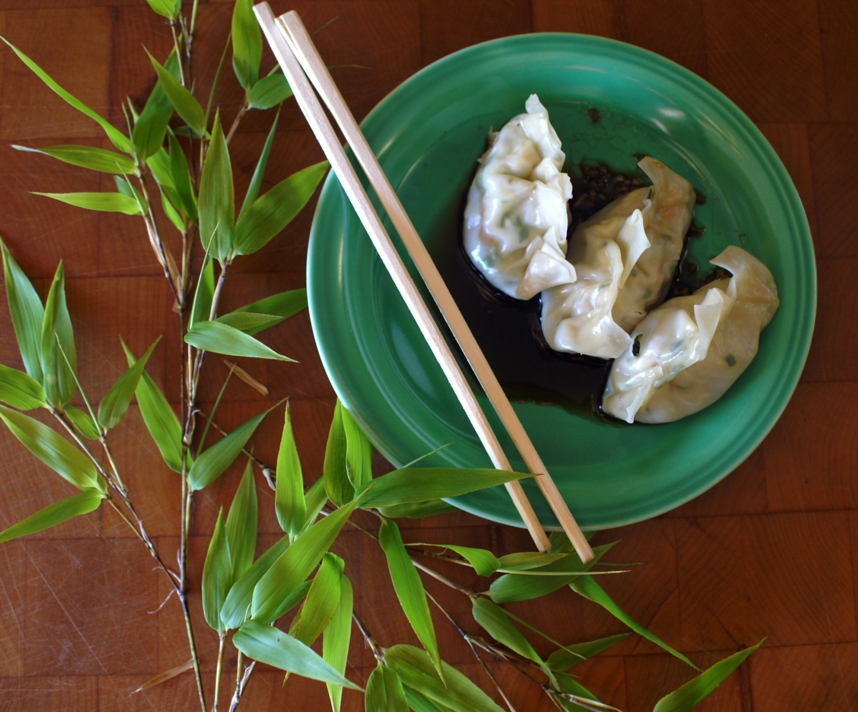 folding chinese dumplings